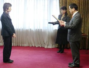 表彰を受ける野中淳子先生